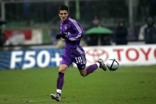 Javier Portillo con la maglia della Fiorentina