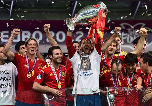 Spagna Europeo 2008 festeggiamenti: Sergio Ramos maglietta Puerta