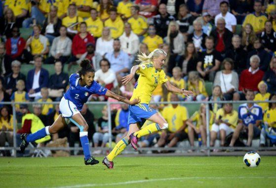 Sara Gama insegue Oqvist calcio femminile